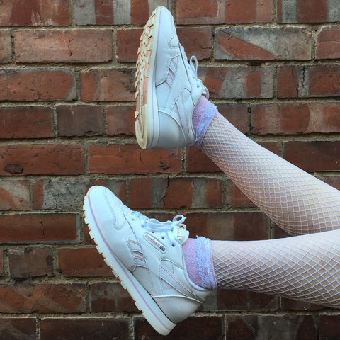 a3acff684c2e87 🎀 so y2k white   baby pink vintage Reebok classics trainers - Depop