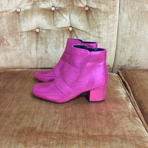 ea726f942658 PINK GLITTER BOOTS 💫 Size U.K. 5 US 7 Only wore once! - Depop