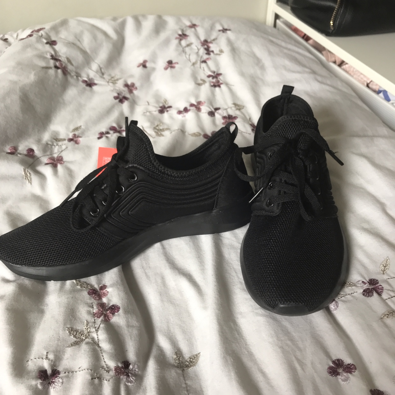 Black memory foam workout trainers from