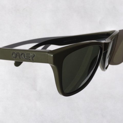 4f4f807614 Oakley Sunglasses Military Green Frame Lenses Scratched  Condition- 0