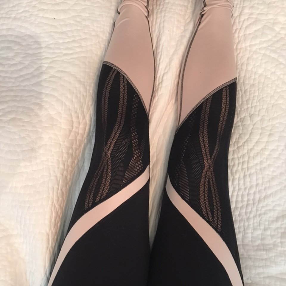 Alo Yoga Size S Uk 10 Or 12 Black And Pink Leggings Depop
