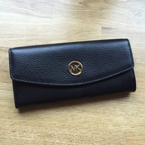 4a96fd273c31f8 @ames95. 4 years ago. Chester, United Kingdom. GENUINE Michael Kors purse,  lovely soft leather.
