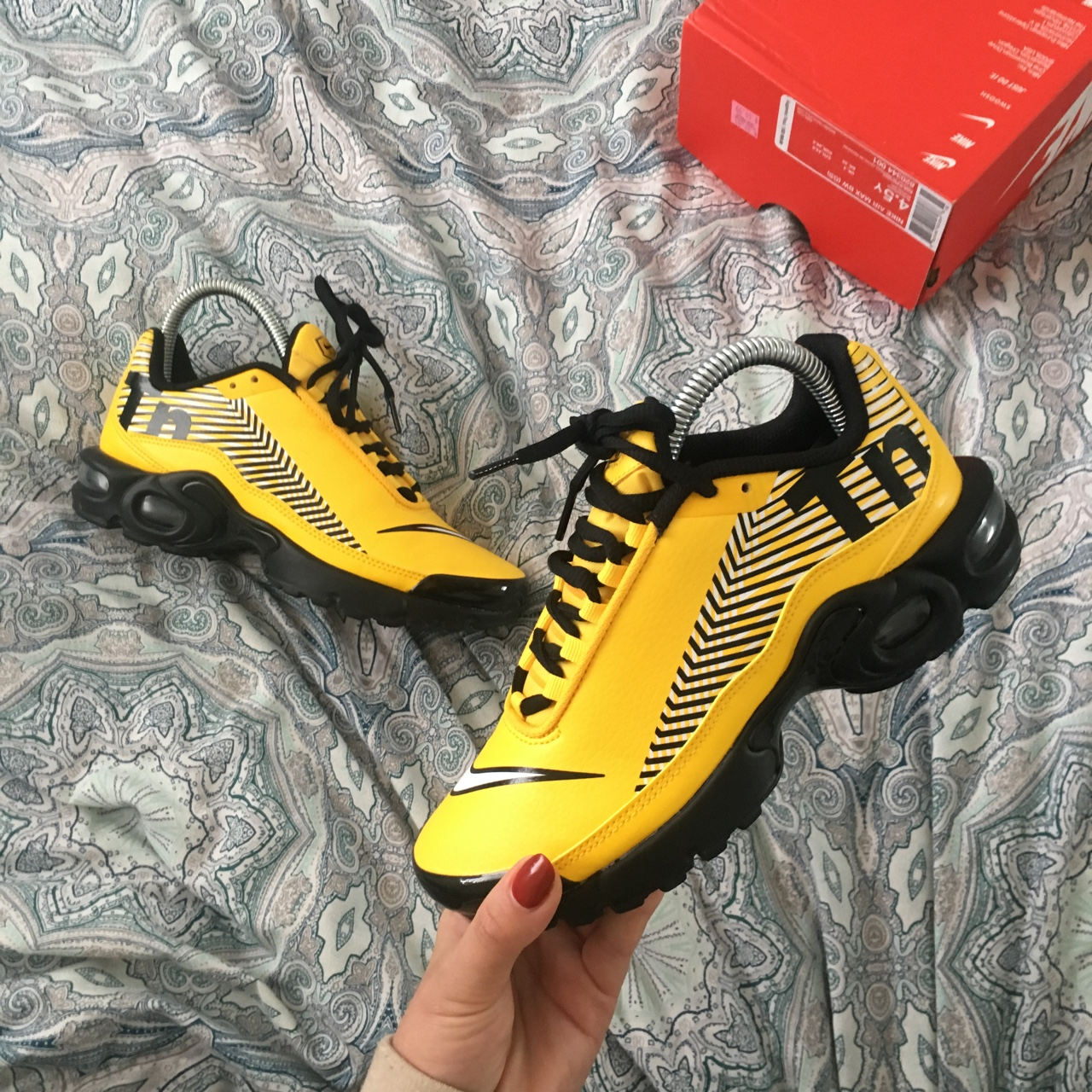 size 40 f8faf 169fb Nike Tuned 1 Mercurial Yellow and Black, only worn a... - Depop