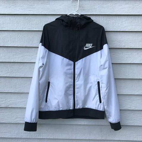 Black and white Nike windbreaker jacket. Great condition e59aeefd1