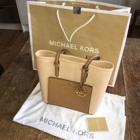927e828e7306c RESERVED   Michael kors authentic bag bought in the NYC. - Depop