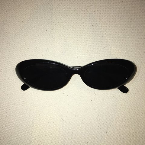 df6b9b7761d84 Mini oval clout Sunglasses🔥 they fit smaller than the clout - Depop