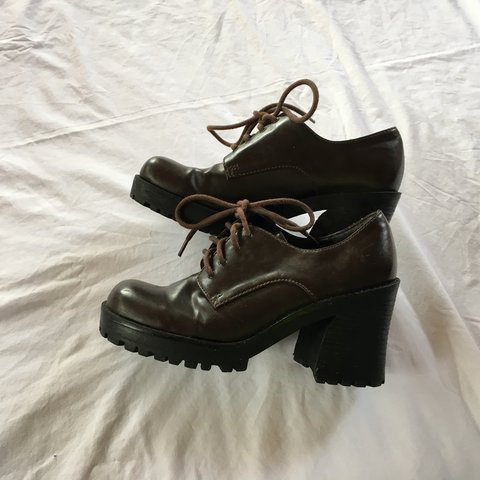 2428d35d7a4  mythreeyoungins. 11 months ago. United States. Vintage 90s 00s Y2K Mudd  Brown Chunky Heel Shoes