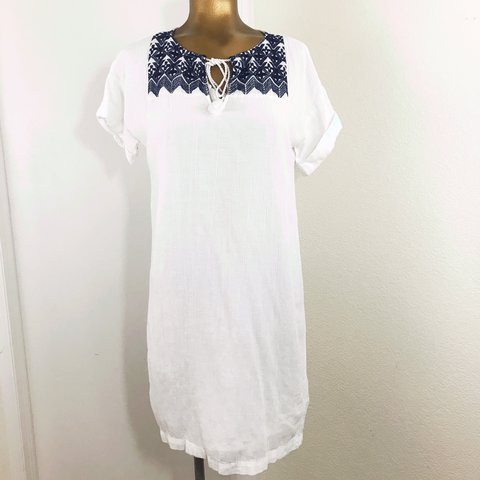 1b49c4788b Old Navy Embroidered Cocoon Dress - Very Good Used Condition - Depop