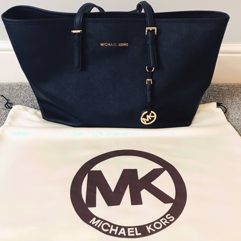 c30b0ce9ae177 Michael Kors Jet Set Saffiano Tote Bag - Large Bought from a - Depop