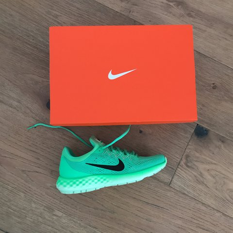 6143e16f4c5 Women s Nike Lunar Skyelux Size 9. Never worn. Purchased and - Depop
