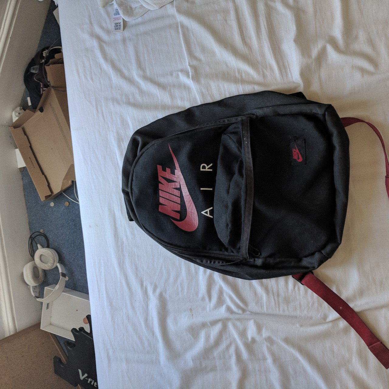 68206bd2ad4dfa Nike air bag in good condition 8 10. Black bag with red tick - Depop