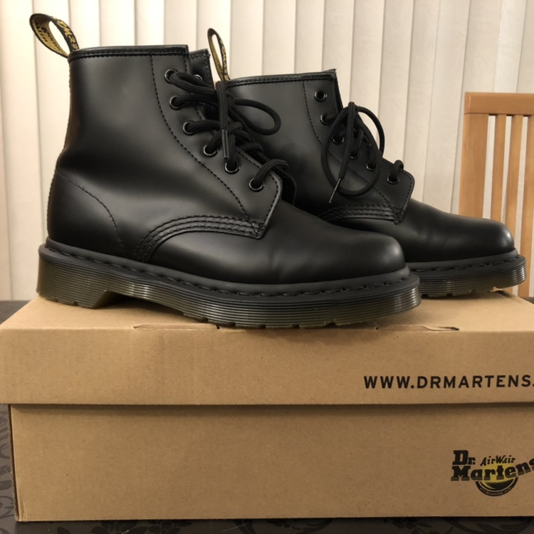 senso asciutto Ospitalità  Purchase > dr martens black smooth 6 eye boot, Up to 60% OFF