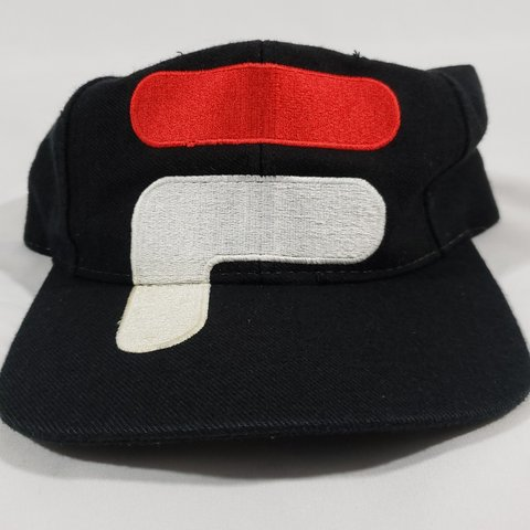 2eda4efc4fddf8 Vintage 90s FILA hat snapback black/red with embroidery on - Depop