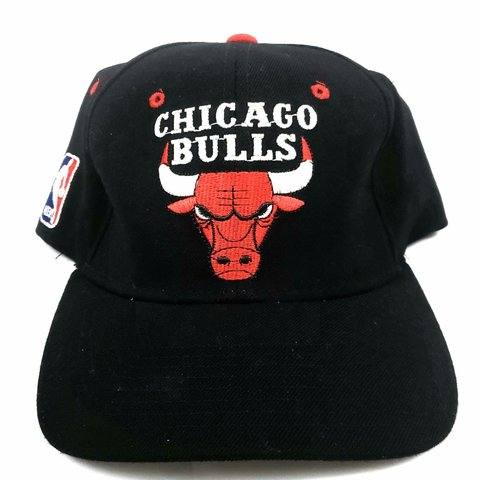 a46d0fc030e Vintage 90s STARTER STARFIT CHICAGO BULLS Hat black red with - Depop
