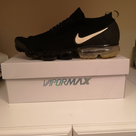 72b559b3fdb Nike Air vapormax Moc 2 Laceless -7 10 condition -hole on as - Depop