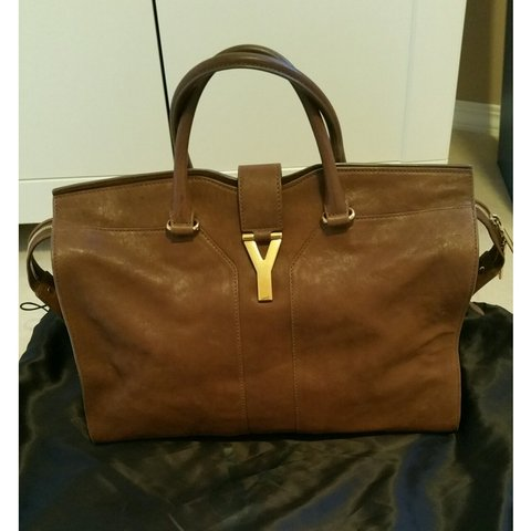 hjng. 3 years ago. Canada. Ysl chyc cabas bag large. Tan brown color with  gold hardwares. Used many times 854ab6781e9a7