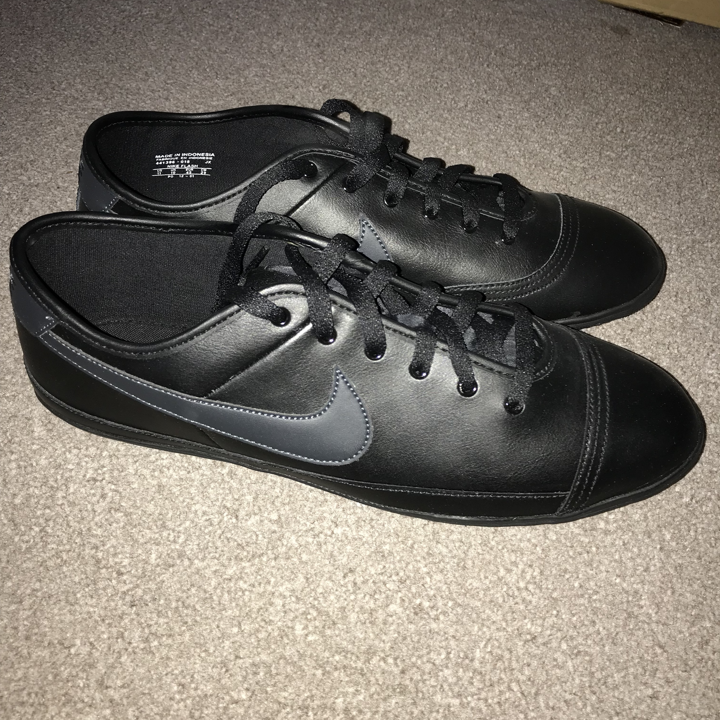 Miseria Robar a Viva  Nike Flash leather trainers black. Never worn so... - Depop