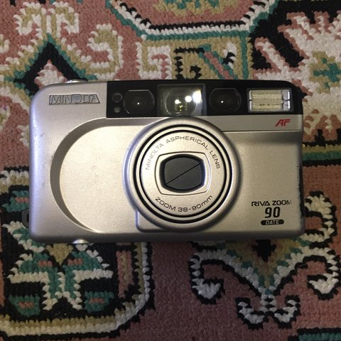 35mm film camera minolta riva zoom 90 date this point and is depop
