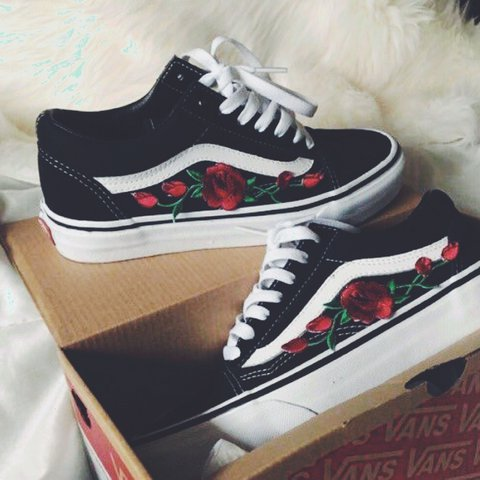 vans old skool red roses