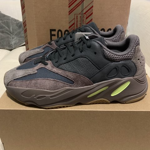 7d9ff7914eff6 Yeezy 700 Mauve size 9.5. Brand new with tags. 100% or your - Depop