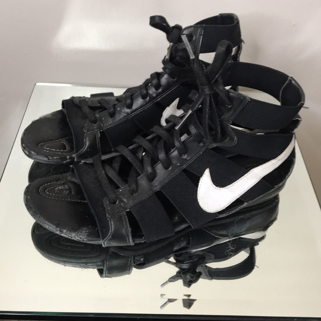 medio diapositiva Izar  NIKE gladiator sandals Loves these one of a kind... - Depop