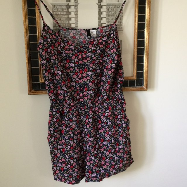 ddc5bc6fd1 H M floral playsuit size 10. Loose style perfect for summer - Depop