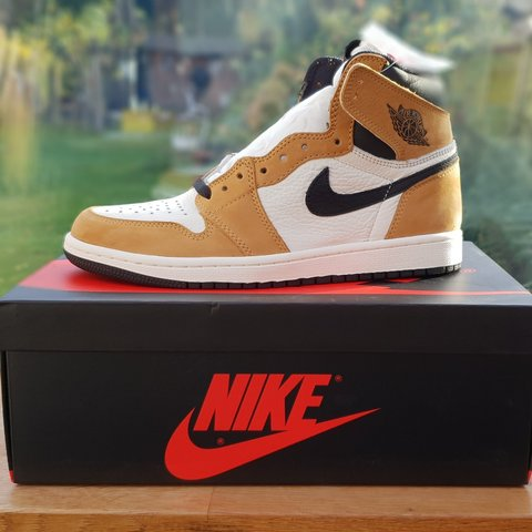 dd37ac84b108a6 Nike Air Jordan 1 ROTY  Rookie Of The Year  - Size 10 UK   A - Depop