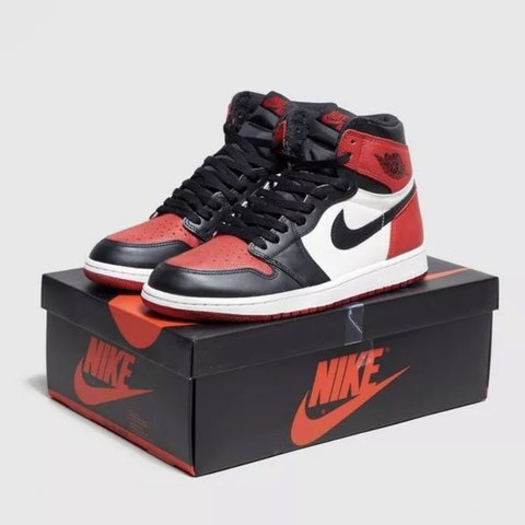 7eeed7283192 Nike Air Jordan Retro 1 High OG  red  Bred Toe UK MENS 12   - Depop
