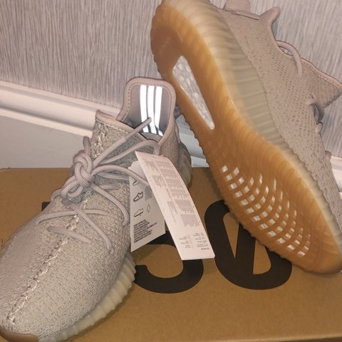 d9ae16701a326 Yeezy boost v2 350 Sesame UK 7.5   US 8 Brand new from as - Depop