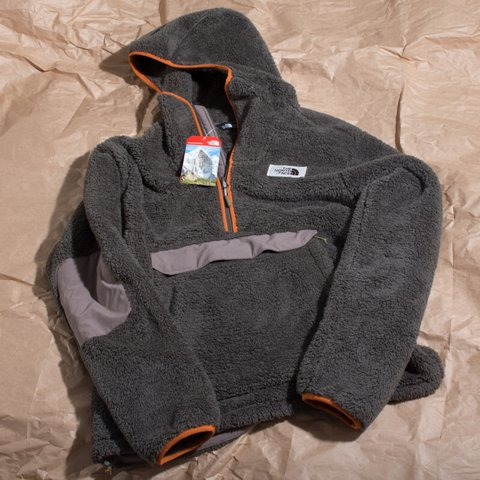 c86d61f362e8 The North Face Men s Campshire Pullover Hoodie Sample