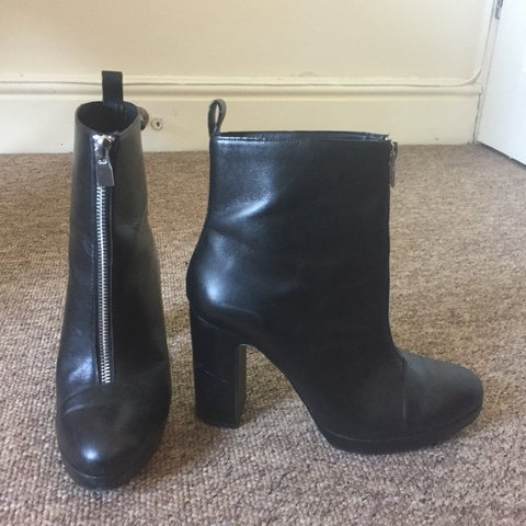 bb7435d4824 Black leather ankle boots from Zara Size 5 Round toe
