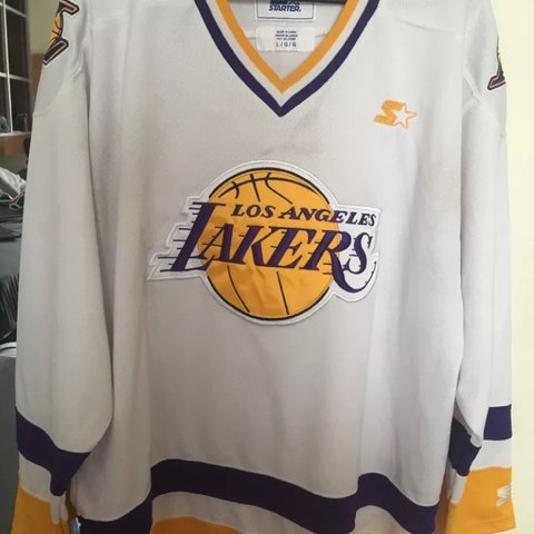 2e7d0557b8e LAKERS HOCKEY JERSEY STARTER SIZE LARGE. Will wash before - Depop