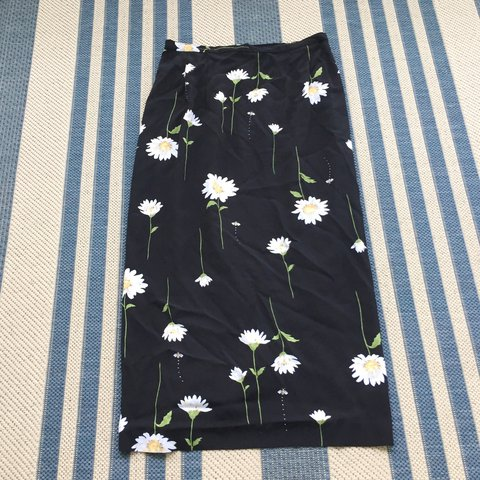 08853f81d2 @thevelvetcactus_. last year. Pensacola, FL, USA. Vintage Alfred Dunner  daisy floral print long skirt. Labeled size 8.