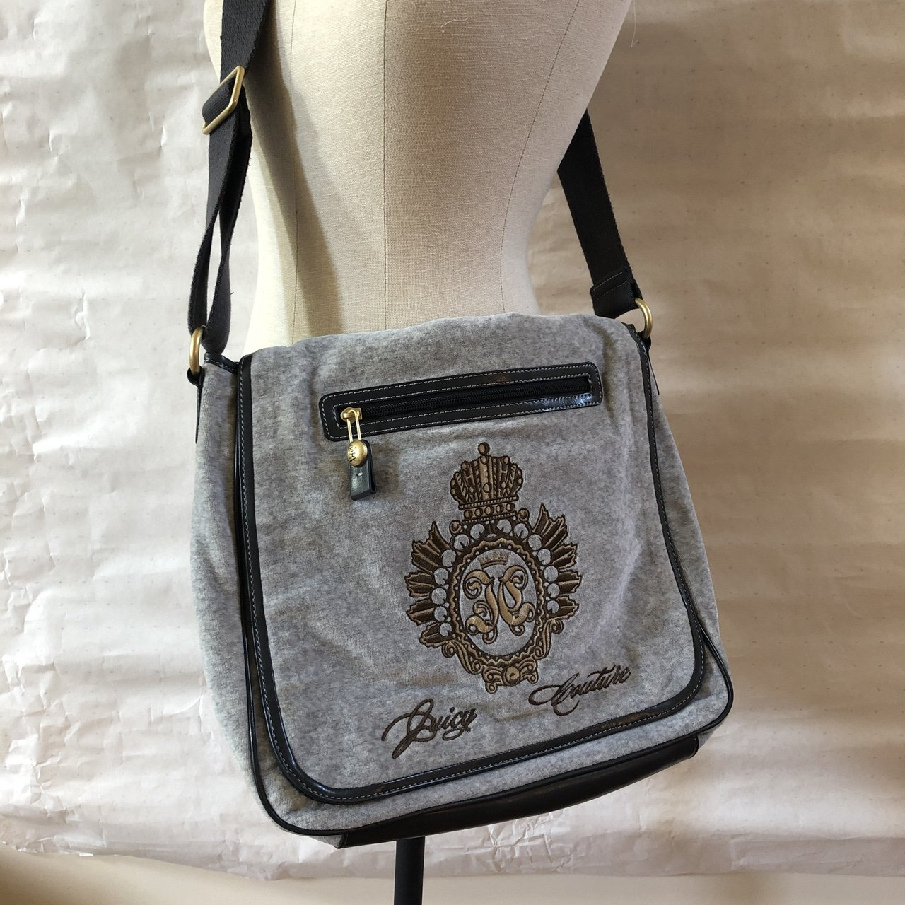 b90b9239b627 JUICY COUTURE SHOULDER BAG! NEVER WORN. But