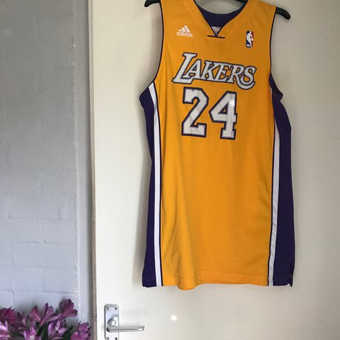 66009fb21f9 NBA Adidas Los Angeles Lakers Bryant Jersey Size  Boys XL a - Depop