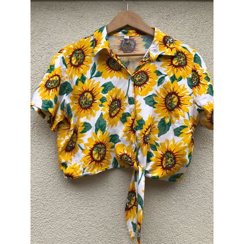 ed37a41cbe99c Sunflower print Cropped shirt with tie front American worn - Depop