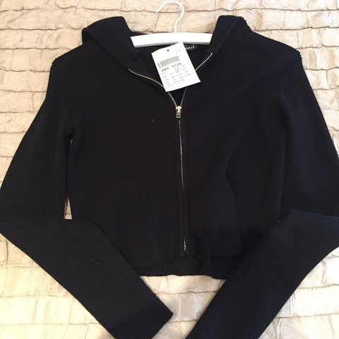 89b55aa98b2f SOLD  Brandy Melville cropped black zip up hoodie🍋 brand - Depop