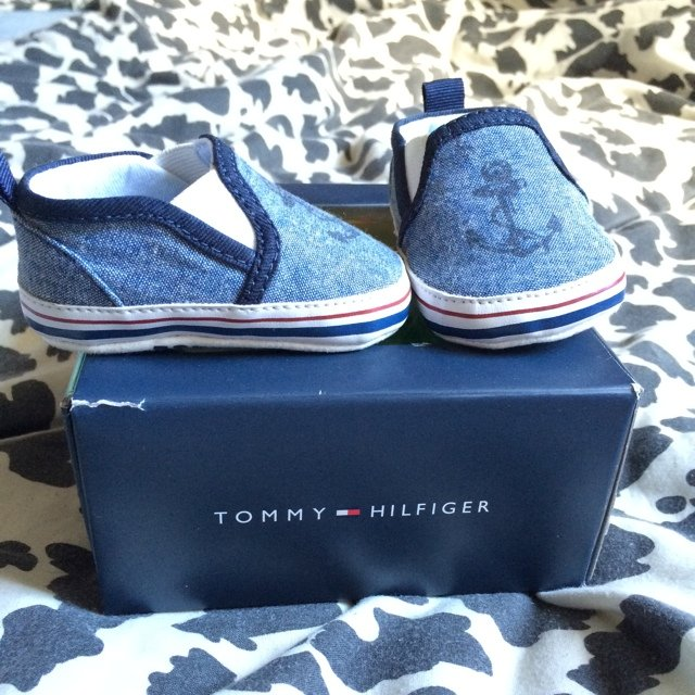 32b995d2 @ania22. 5 years ago. Hillcrest, Ireland. Tommy Hilfiger baby shoes size 0-3  months. Perfect condition.