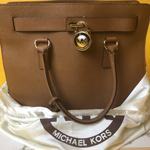 1b635be6d4c65b @auzoni. 3 months ago. Seattle, United States. Authentic large Hamilton  tote from Michael Kors