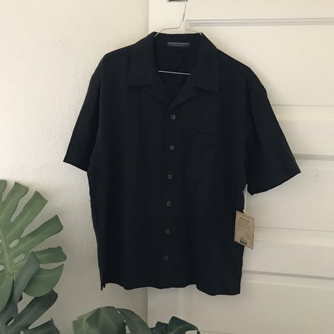 6f1347be73433 Black silk short sleeve button up island shirt Size S Brand - Depop