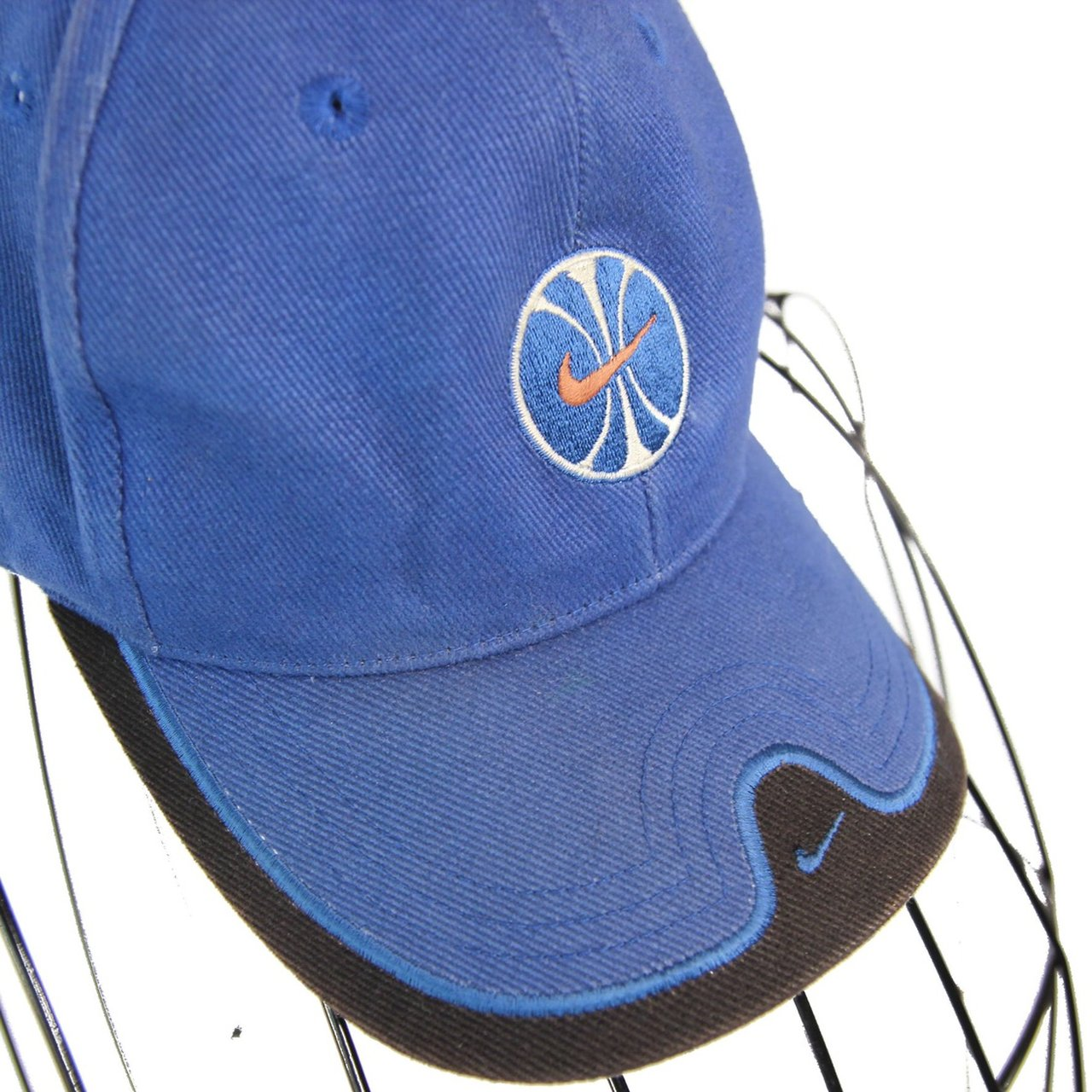 8c9dbd28a25 Vintage Nike swoosh basketball dad hat. Has