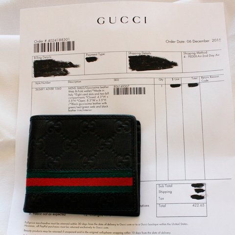 69e334e3da4 Men s Gucci wallet! No signs of use. Makes a great gift for - Depop