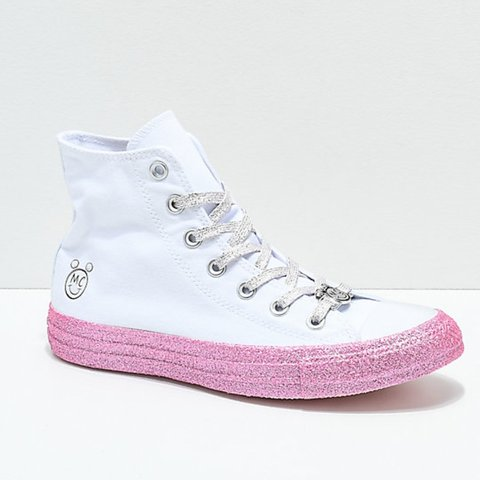 09e3680eb18e White and pink glittery miley Cyrus converse high tops. is - Depop