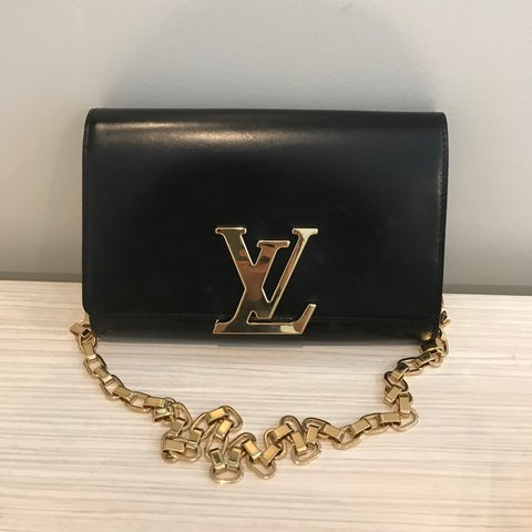 0d30bc0d134 Louis Vuitton chain Louise GM clutch bag in excellent Comes - Depop