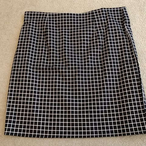 7621265e33 Shein Black and White patterned A-Line Skirt, lightweight - Depop