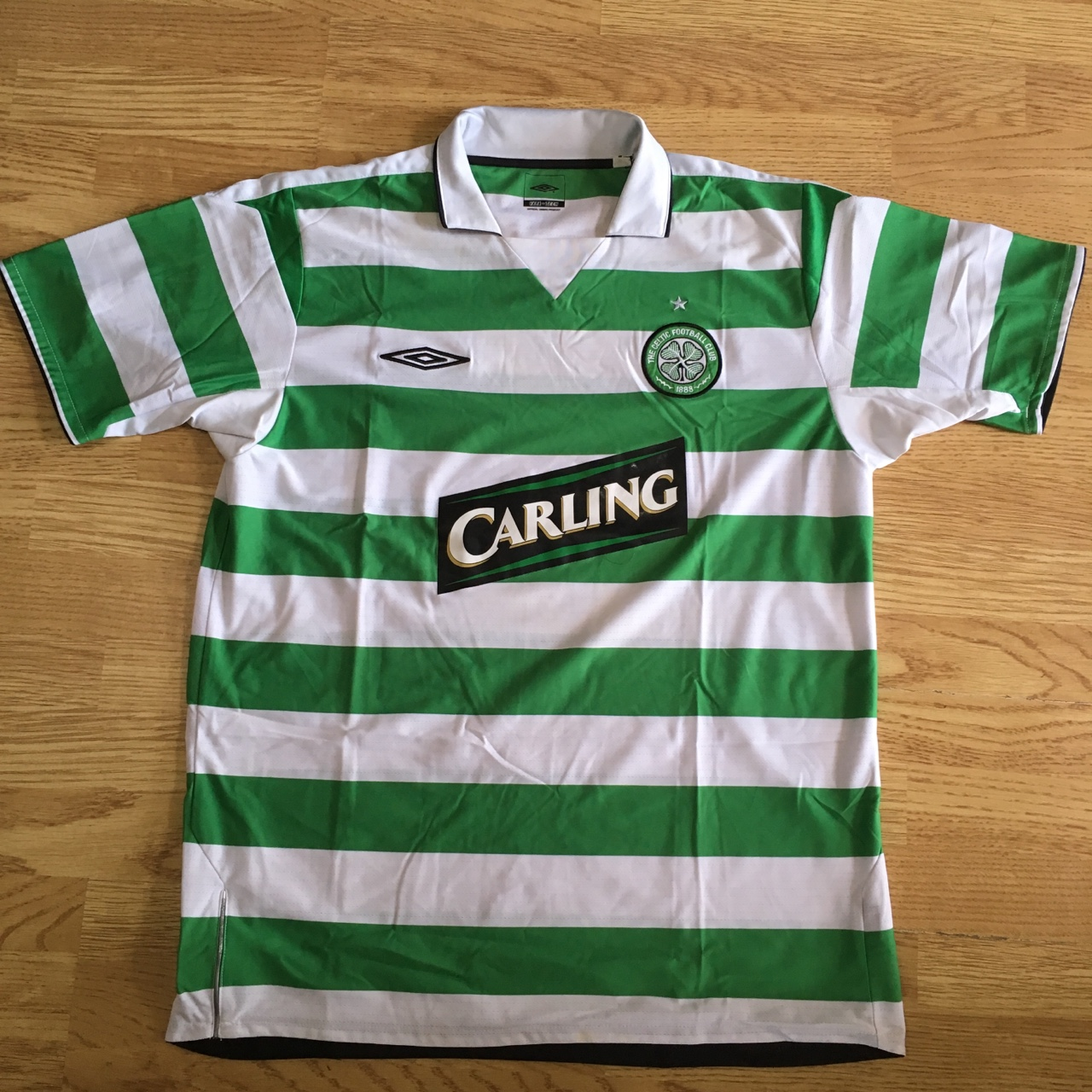 timeless design 56d68 41331 Glasgow Celtic Football Shirt Adult XL Umbro with... - Depop