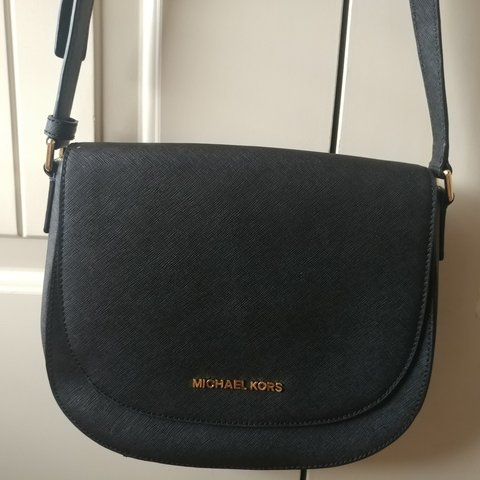 e1b47a4a91d388 @nyankoz. 6 months ago. Oklahoma, US. Authentic Michael Kors Lock and Key  crossbody purse in black ✨ ✨No wear condition