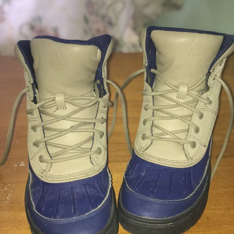 bac08df5d751 Nike Nude Navy Blue Winter Boots (slightly used) 6.5 Youth  - Depop