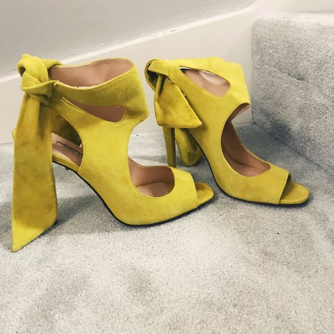 784cb9ed873 Zara suede shoe with ties. Lime green colour Worn once - Depop
