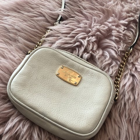 40c33fd48b1a @scarlettfranklin. 21 days ago. Ongar, United Kingdom. Michael kors small  cream leather messenger bag, in good condition has ...